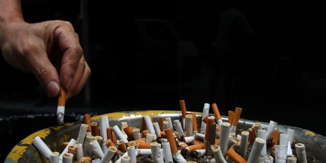 D'anciens fumeurs ou ceux fumant moins de dix cigarettes par jour n'ont pas paru avoir plus de risques.