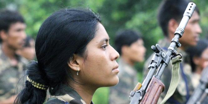 Le phénomène des enfants soldats n'est pas exclusivement africain. Au fil des années, il s'est également développé en Asie, comme ici au Népal. Dans certains conflits, 40 % des enfants soldats sont des filles.