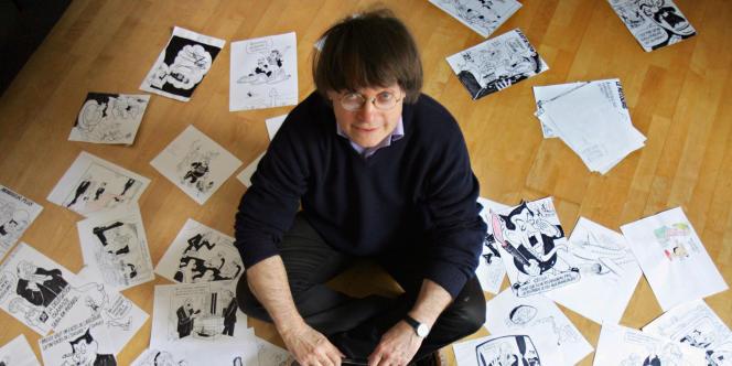 Le dessinateur Cabu dans son appartement à Paris, le 15 mars 2006.