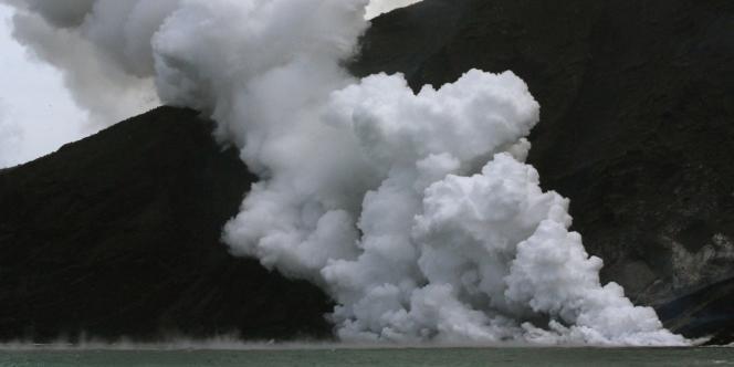 Dans le nord de la Sicile, le volcan Stromboli est l'un des plus actifs d'Europe.