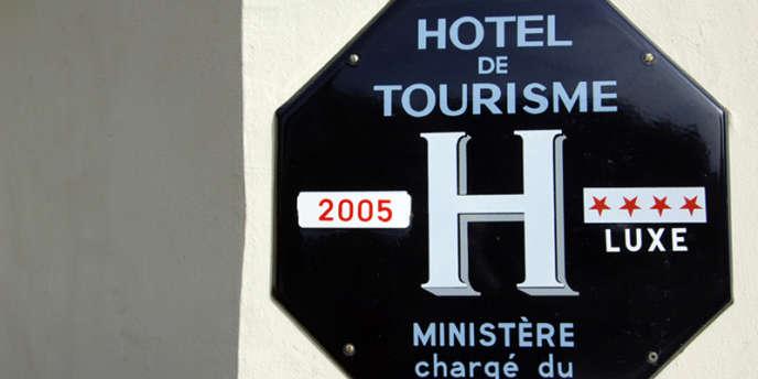 Les anciennes plaques devront être décrochées le 23 juillet 2012.
