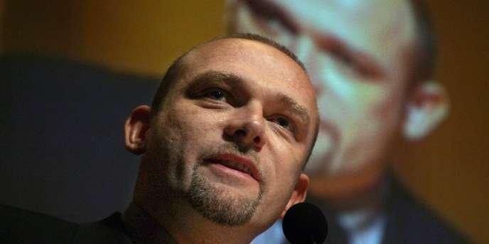 Frédéric Nihous, candidat de CPNT à la présidentielle, présente ses orientations lors du forum