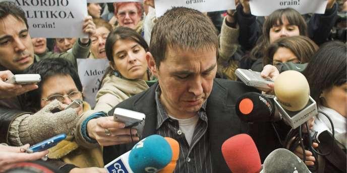 Arnaldo Otegi, leader historique de Batasuna, devant un tribunal de Bilbao, le 26 mars 2007.