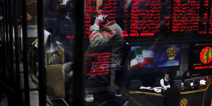 Tableaux de cotes à la Bourse de Téhéran : l'économie de l'Iran est de plus en plus précisément visée par les sanctions occidentales.