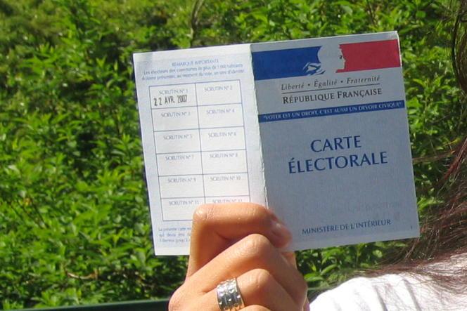 Si l'inscription est automatique pour les jeunes de 18 ans, pour tous les autres, et notamment ceux qui ont déménagé depuis le dernier scrutin, il faut impérativement s'inscrire avant le 31 décembre pour pouvoir voter à l'élection présidentielle