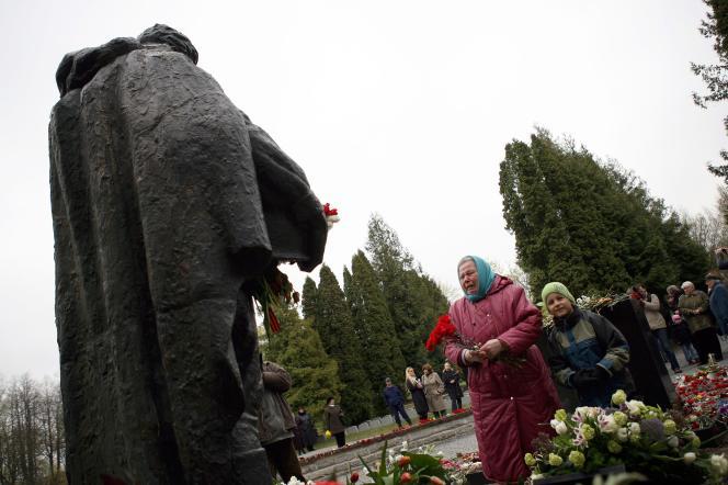 A Tallinn, en Estonie, le déplacement d'une statue d'un soldat soviétique, le 27 avril 2007, du centre-ville vers un cimetière militaire en périphérie a suscité la colère de Moscou, provoquant une crise diplomatique entre la Russie et le pays balte.