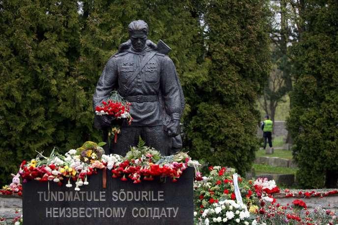 Le monument de l'Armée rouge, au cimetière militaire de Tallinn, le 8 mai 2007.