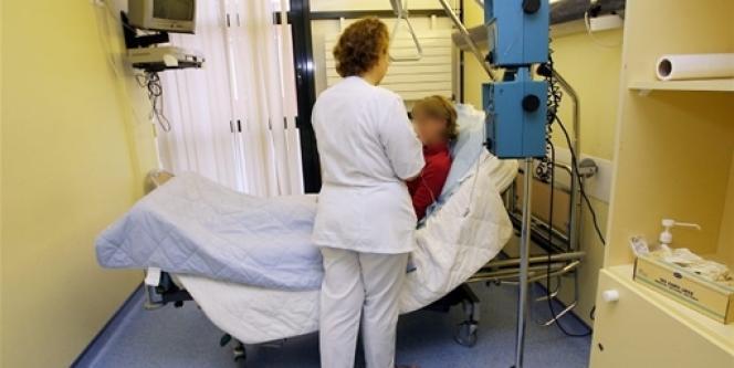 Infirmière au centre hospitalier Oscar-Lambret de Lille.