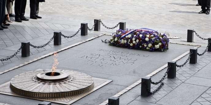 La tombe du Soldat inconnu, sous l'Arc-de-Triomphe, à Paris.