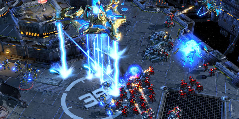Des joueurs professionnels de « Starcraft II » écrasés par un ...