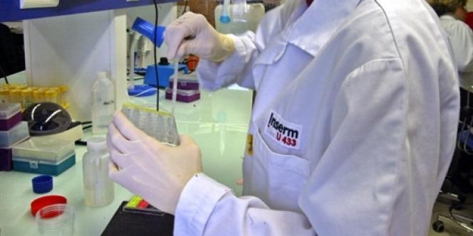 Depuis 2001, la chercheuse, mariée et mère de deux enfants, a enchaîné sans interruption onze années de contrats à durée déterminée au sein d'une seule et même équipe de recherche.