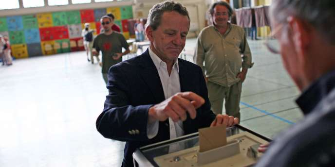 Alain Carignon en campagne à Grenoble en juin 2007.