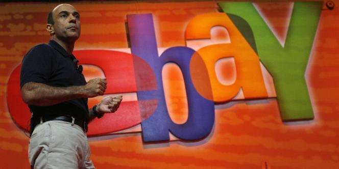 PayPal a été acquis par eBay en octobre 2002, il s'agissait à l'origine uniquement d'une solution destinée à l'échange d'argent entre les particuliers qui achetaient et vendaient des biens sur le site Internet d'eBay.