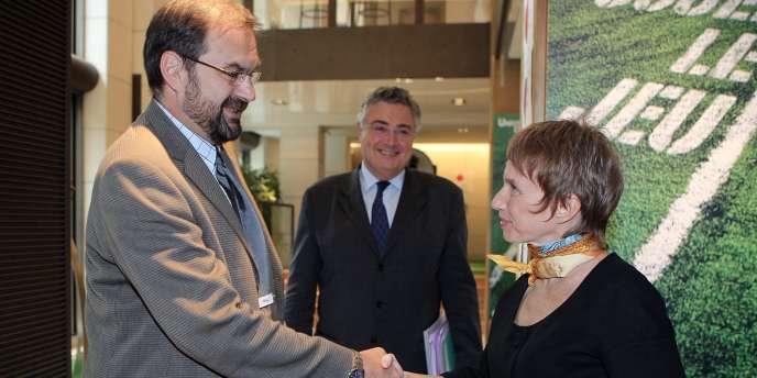 Le leader de la CFDT, François Chérèque, et la présidente du Medef, Laurence Parisot, le 19 juin, à l'issue d'un sommet entre les organisations syndicales et patronales, consacré à la réforme du marché du travail.