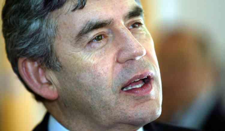 """Le futur premier ministre britannique, le travailliste Gordon Brown, a rencontré à plusieurs reprises ces derniers jours Menzies Campbell, le leader des libéraux démocrates, pour discuter de l'entrée d'un ou deux """"LibDems"""" dans le gouvernement travailliste."""