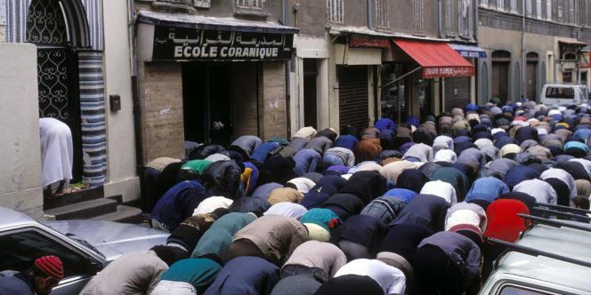 Musulmans en prière à Marseille.