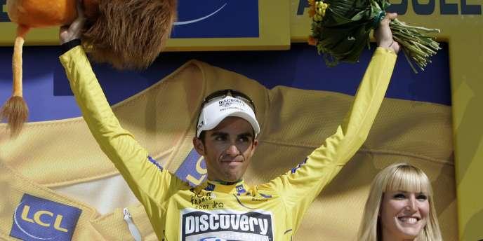 Alberto Contador, maillot jaune à l'issue de la 18e étape du Tour de France, le 27 juillet 2007.