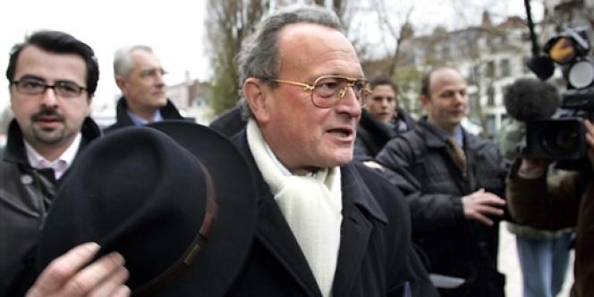 Le député UMP du Nord Christian Vanneste, en 2005 devant le palais de justice de Lille, où il devait comparaître pour des propos tenus sur l'homosexualité.
