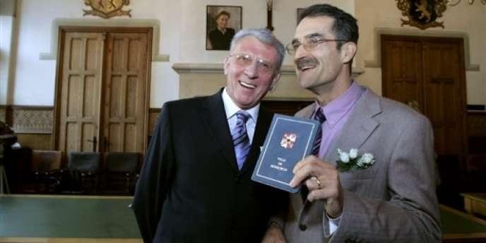 En 2008, la Cour de justice de l'Union européenne a jugé « discriminatoire le refus d'accorder une pension (professionnelle) de veuf(ve) à un compagnon survivant lié par un pacte civil, contrairement aux conditions existantes pour les couples mariés » (les premiers