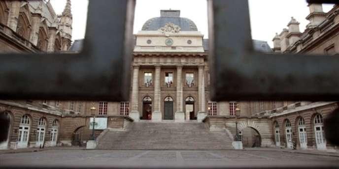 La cour d'appel de Paris rejugeait l'affaire jeudi après la décision de la Cour de cassation, en mars, qui avait annulé le licenciement, estimant qu'il constituait une