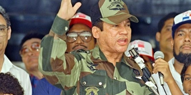 Manuel Noriega lors d'un meeting à Panama en 1988.