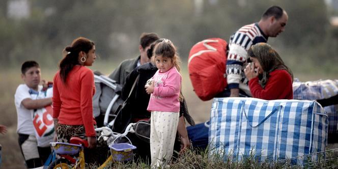 Une famille rom à Vénissieux, en 2007.