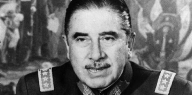 On estime à au moins 3 000 le nombre d'opposants morts ou disparus sous le régime d'Augusto Pinochet entre 1973 et 1990.