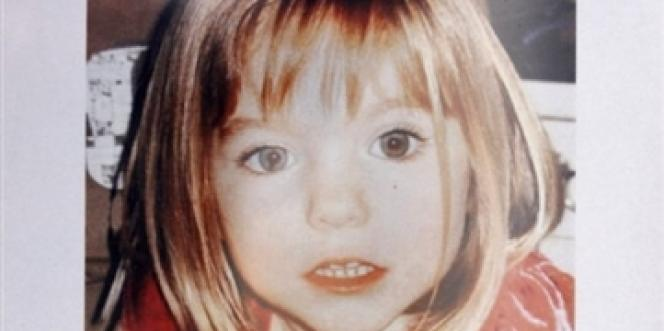Le portrait de la petite Maddie sur une affiche distribuée par la police portugaise, en mai 2007.