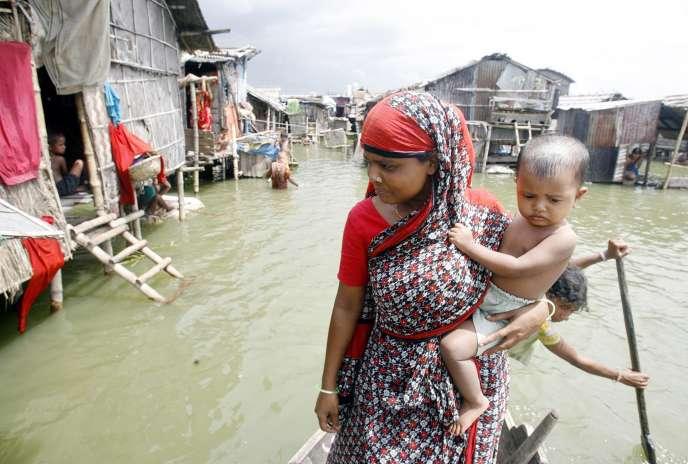 Inondations causées par la mousson au Bangladesh. Le pays est aussi très régulièrement touché par cyclones, comme en 2009.