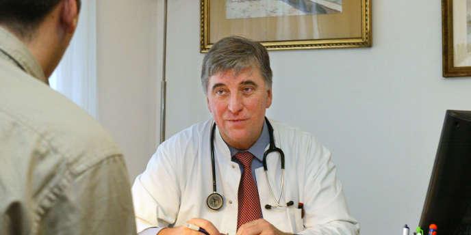 L'esprit de corps des médecins libéraux l'emporte : ils ne souhaitent pas que des mesures coercitives soient imposées.