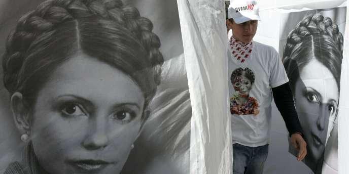 Des portraits de la candidate Ioulia Timochenko lors d'un meeting de campagne à Kolomiya (Ukraine), le 22 septembre 2007.
