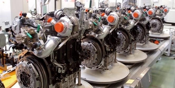 Des moteurs diesel dans un atelier de fabrication, en mars 2006.