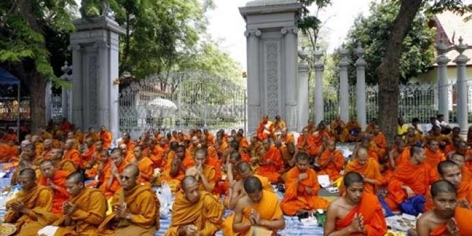 Des moines bouddhistes à Bangkok (Thaïlande), le 11 juin 2007.