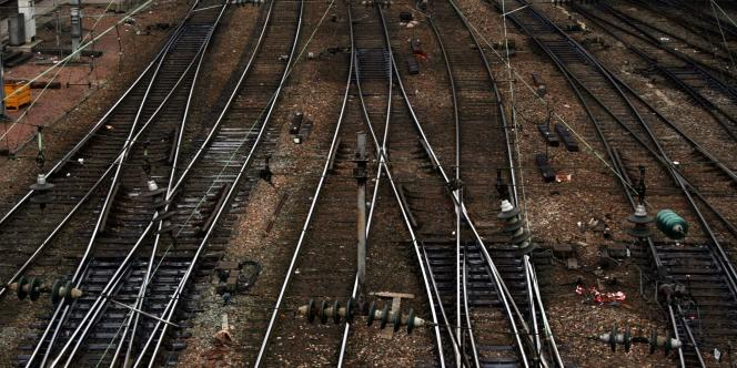 Alors que le trafic était totalement interrompu depuis le matin, la gare Saint-Lazare a fermé ses portes mardi 13 janvier.