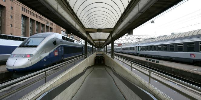Selon le centre d'analyse stratégique, l'ouverture à la concurrence du transport des voyageurs permettra aux collectivités de faire des économies.