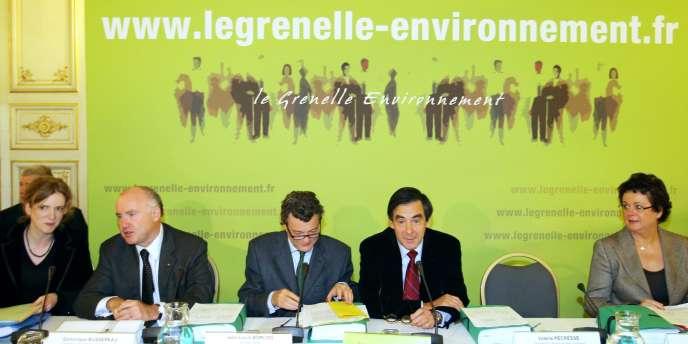 Nathalie Koscuisko-Morizet, Dominique Bussereau,  Jean-Louis Borloo François Fillon et Christine Boutin lors de l'ouverture du dernier round du Grenelle de l'environnement, le 24 octobre 2007.