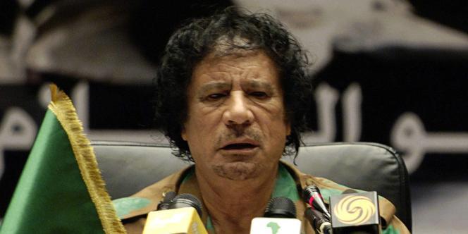 Mouammar Kadhafi lors du discours inaugural de la réunion pour la paix au Darfour, à Syrte (Libye), le 27 octobre 2007.