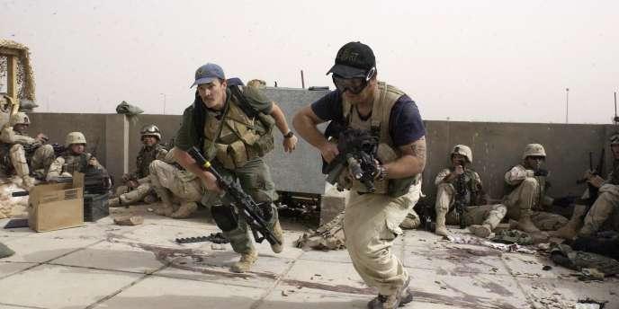 Deux employés de la société de sécurité privée Blackwater, en avril 2004 à Nadjaf.