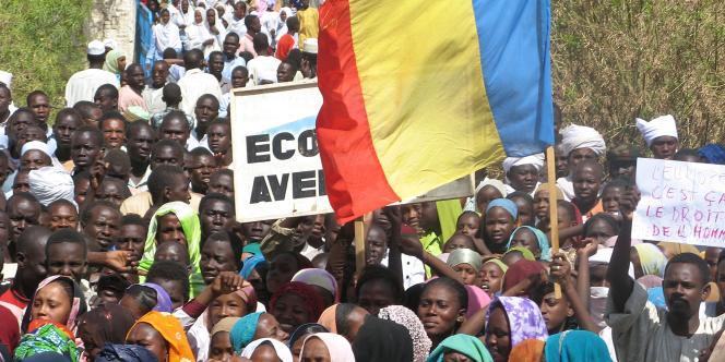 Manifestation de Tchadiens contre l'association française L'Arche de Zoé, mercredi 31 octobre à Abéché.