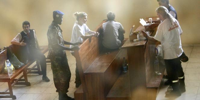 Des membres de l'équipe de L'Arche de Zoé, lundi 5 novembre 2007 à N'Djamena.
