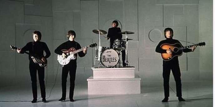 Les Beatles dans l'une des scènes du film britannique de Richard Lester,