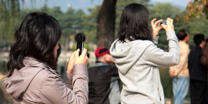 En Corée du sud, le principal concurrent des appareils photos numériques sont les téléphones portables : les 5 millions de pixels sont atteints, et Samsung a présenté récemment un téléphone avec un capteur de 10 millions de pixels.