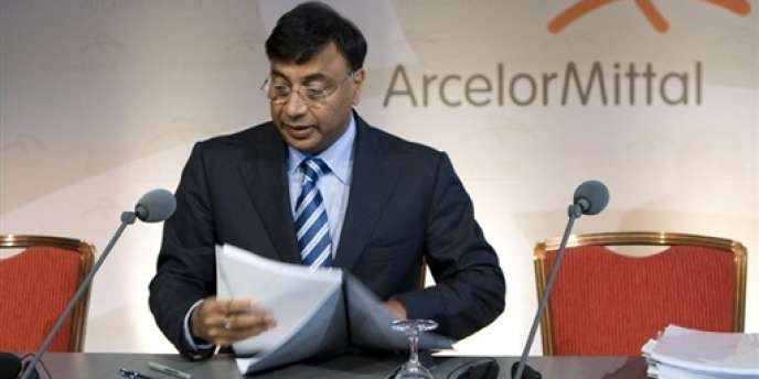 akshmi Mittal, PDG d'Arcelor-Mittal, le 28 août 2007 à Amsterdam, lors de l'approbation par les actionnaires de Mittal de la reprise du groupe sidérurgique français Arcelor, devenue l'emblème du passage sous contrôle étranger des fleurons de l'industrie française.
