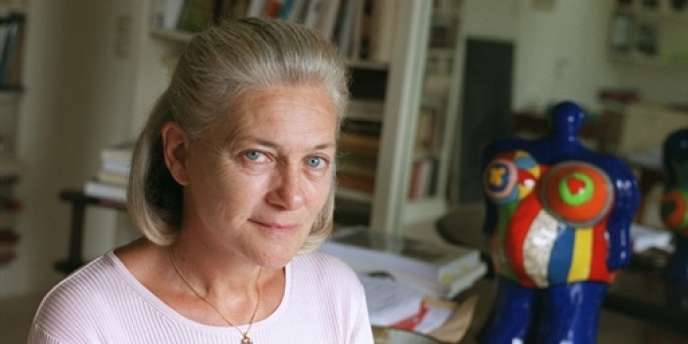 Interrogée à la suite de l'annulation du licenciement d'une employée voilée de la crèche Baby Loup, la philosophe Elisabeth Badiner estime qu'une loi devient nécessaire pour protéger les enfants des pressions religieuses.