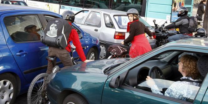 En France, Paris concentre à elle seule 40 % des bouchons et les conducteurs passent chaque année 57,8 heures bloqués dans les encombrements de la capitale.