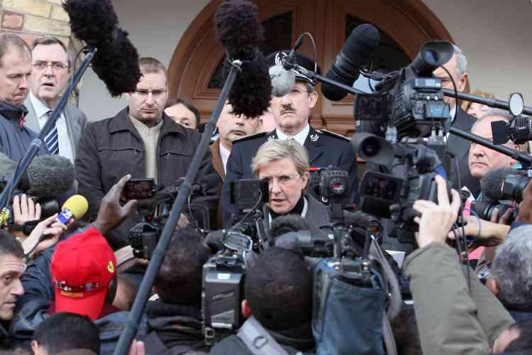 """La procureure de la République de Pontoise, Marie-Thérèse de Givry, a déclaré que trois """"témoins"""" entendus dimanche soir par l'IGPN avaient confirmé """"la version des policiers""""."""