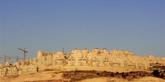 Des constructions dans la colonie de Har Homa près de la ville de Bethléem, en septembre 2005.