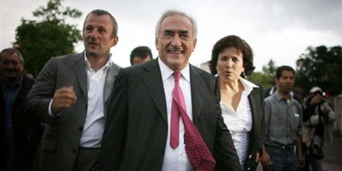 François Pupponi (à gauche), maire socialiste de Sarcelles, avec Dominique Strauss-Kahn et Anne Sinclair, en 2007.