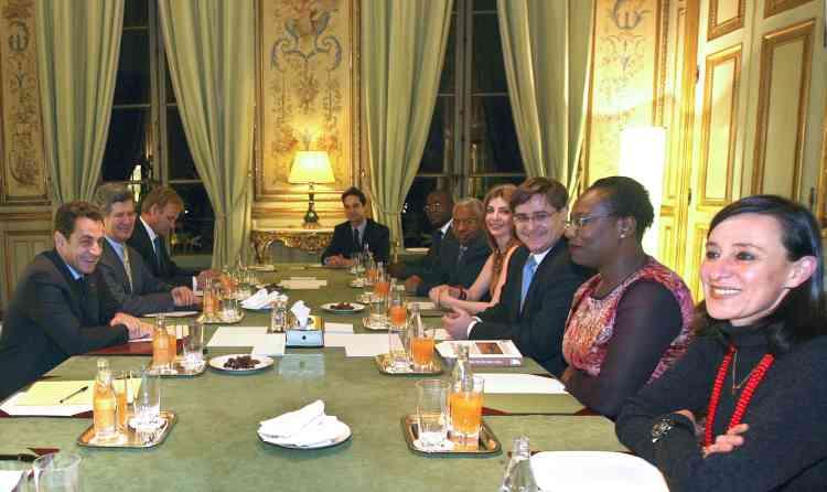 M. Sarkozy a reçu jeudi 13 décembre les associations de familles des victimes de l'attentat contre le DC10 d'UTA, en 1989, qui avait fait 170 morts dont 54 Français. Six Libyens, dont un beau-frère du colonel Kadhafi, avaient été condamnés à perpétuité par contumace en 1999 à Paris.