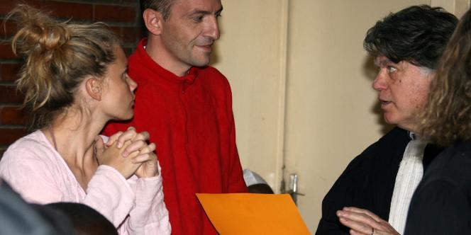 Eric Breteau, président de L'Arche de Zoé et Emilie Lelouch, membre de l'organisation, préparent leur défense avec Me Gilbert Collard, vendredi 21 décembre.